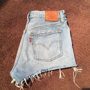 NWOT LEVIS HIGH WAISTED SHORTS